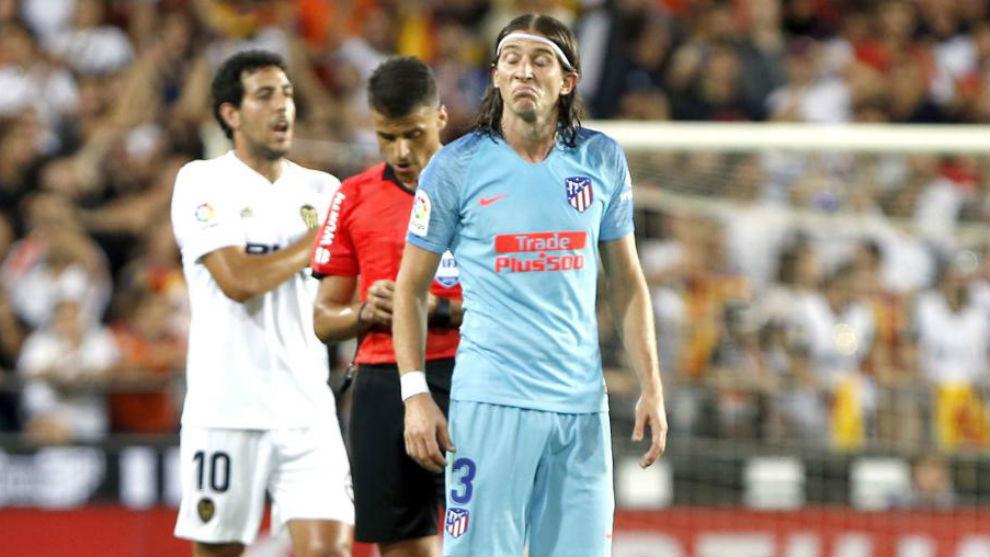 Filipe Luís, durante el partido del domingo frente al Valencia.