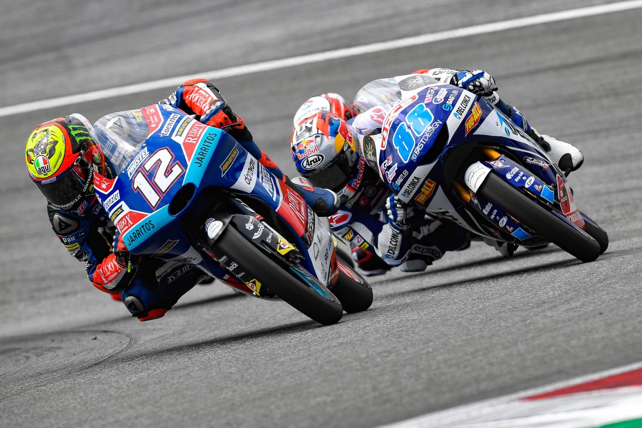Jorge Martín, peleando con Bezzecchi en el Gran Premio de Austria
