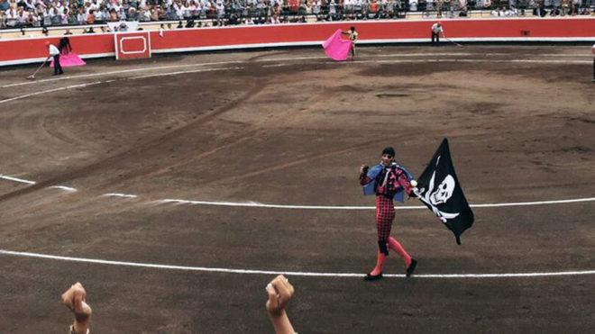 Juan José Padilla se despide de la Plaza de Bilbao con la bandera...