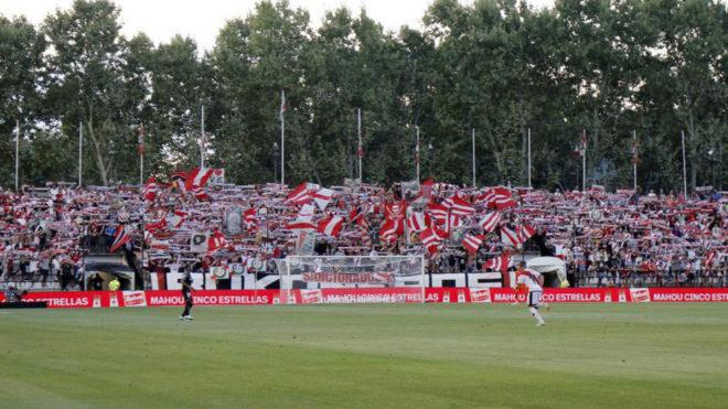 Imagen del fondo del Estadio de Vallecas en el partido ante el...