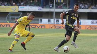 Cristiano Ronaldo, en acción ante el Chievo Verona