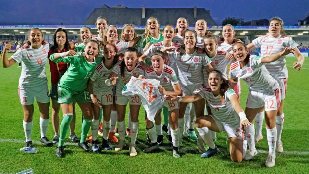 La selección española celebra su triunfo en semifinales ante Francia...