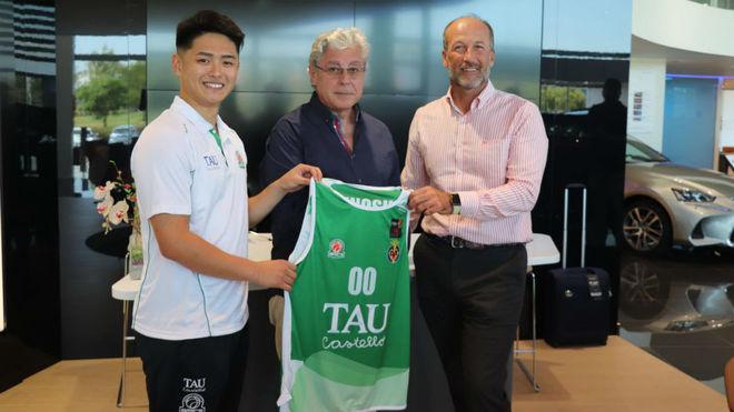 Isao Kinoshita en su presentación como jugador del TAU Castelló