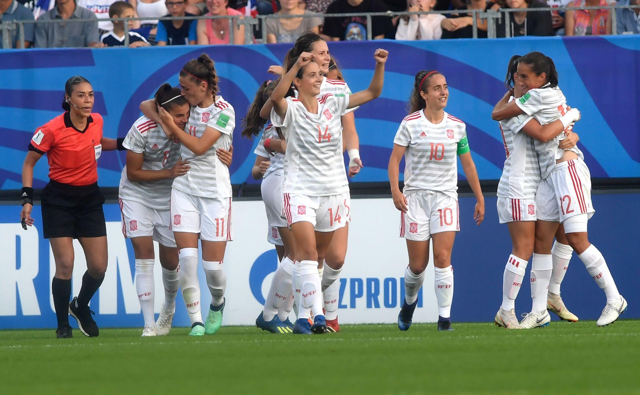 Las jugadoras de España celebran un gol en el Mundial de Francia.