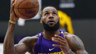 LeBron James entrenando con Los Ángeles Lakers