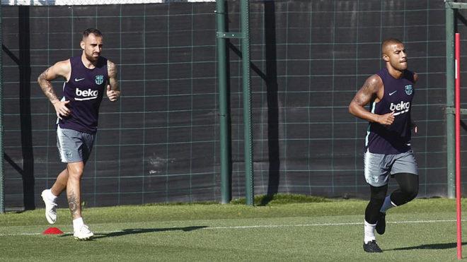 Alcácer y Rafinha, en un entrenamiento del Barcelona.