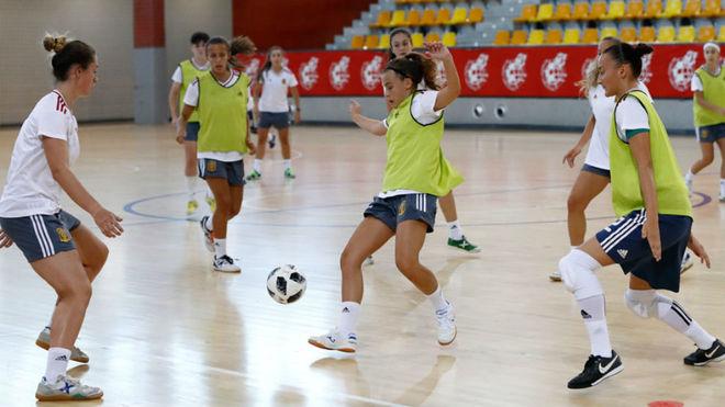 La selección femenina sub 18, durante un entrenamiento.