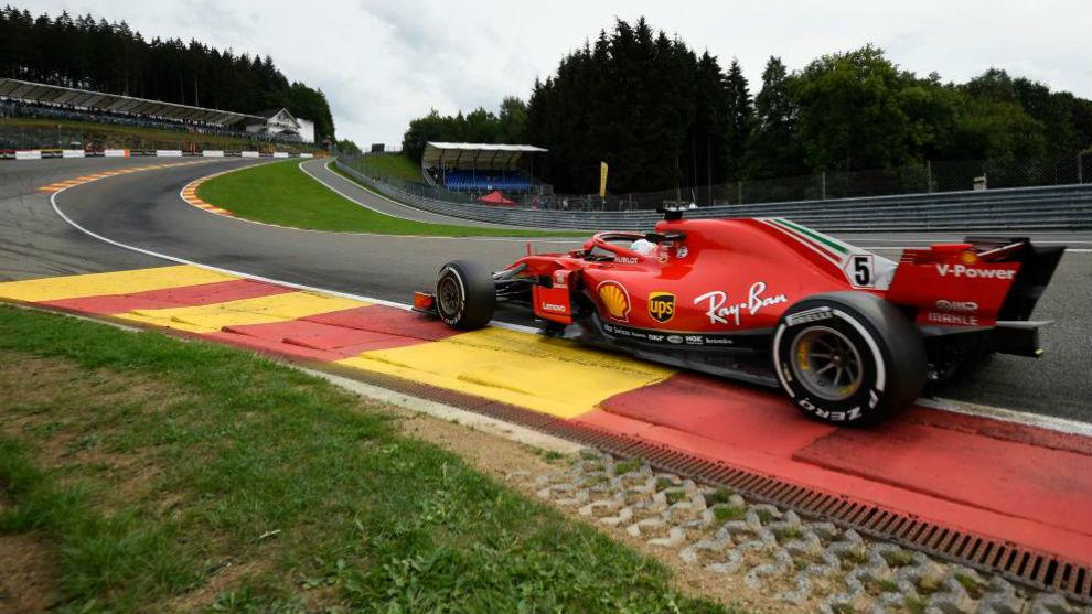 Vettel, pasando por Eau Rouge.