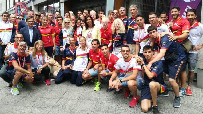María José Rienda junto a la delegación paralímpica española en...