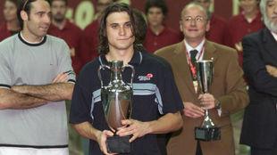 Ferrer, con el trofeo de campeón del Masters nacional en 2002