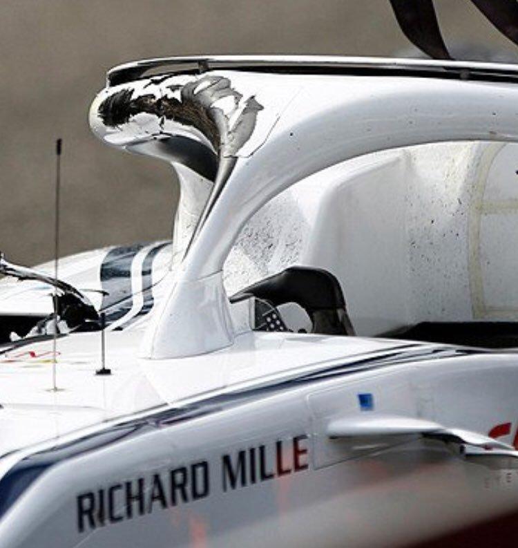(Así quedó el Halo de Leclerc tras pasar Alonso por encima)
