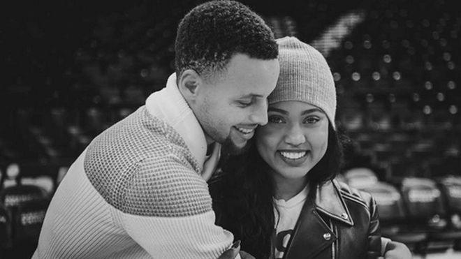 Stephen Curry junto a su mujer Ayesha