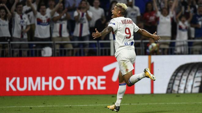 Mariano Díaz celebra un gol con el Lyon.