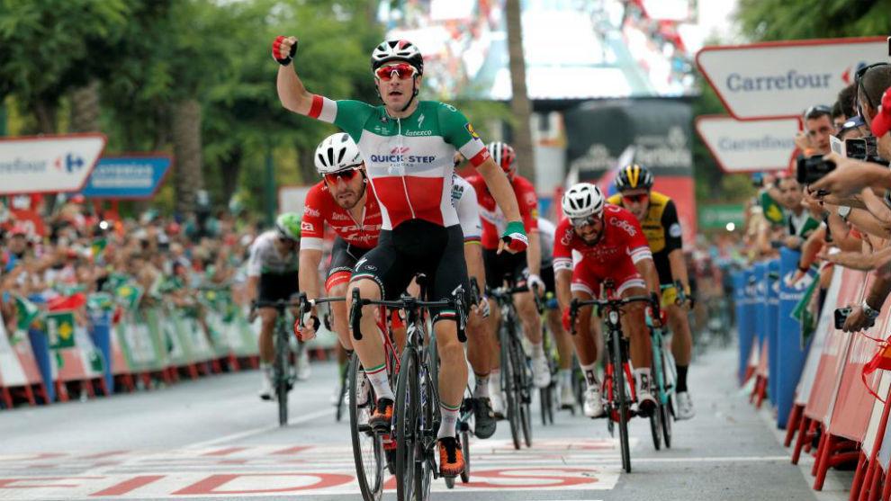 Viviani celebrando en meta su triunfo de etapa.