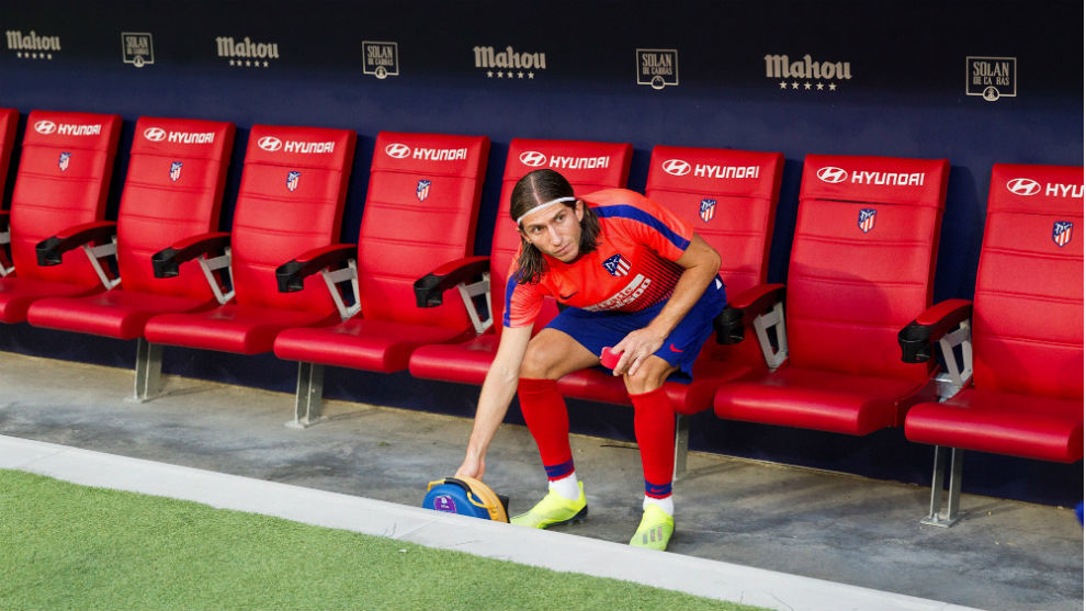 Filipe Luis, on the bench before the Rayo Vallecano game