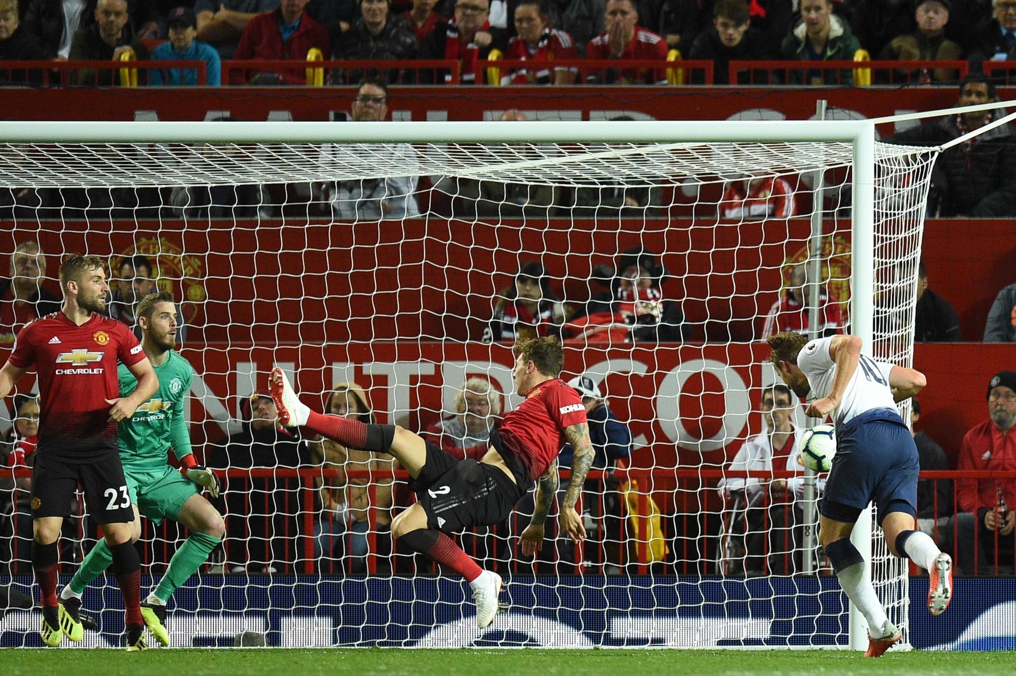 Remate de Kane a portería para marcar el Tottenham