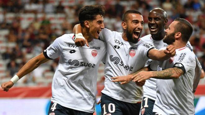 Los jugadores del Dijon celebran uno de sus cuatro goles al Niza.