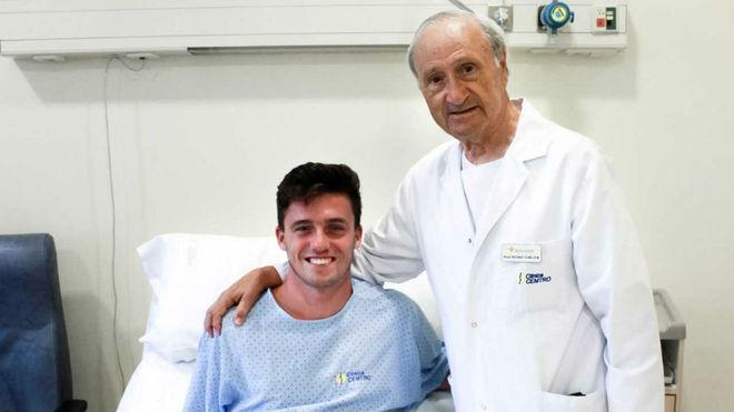 Carlos Mayo, junto al doctor Pedro Guillén.