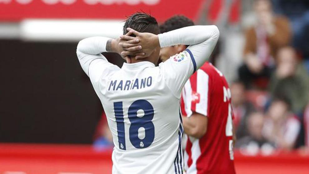 Mariano se lamenta de una ocasión contra el Sporting
