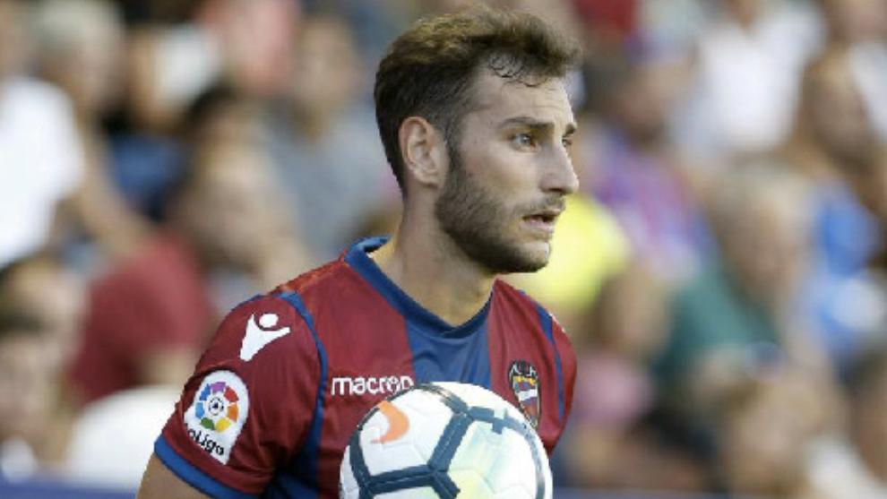 Iván López, en un partido con el Levante.