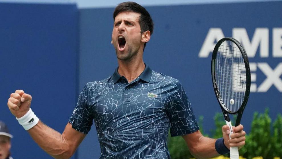 Djokovic drops a set but goes through after beating Fucsovics