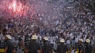 El partido de octavos de final de la Copa Libertadores entre Santos de...