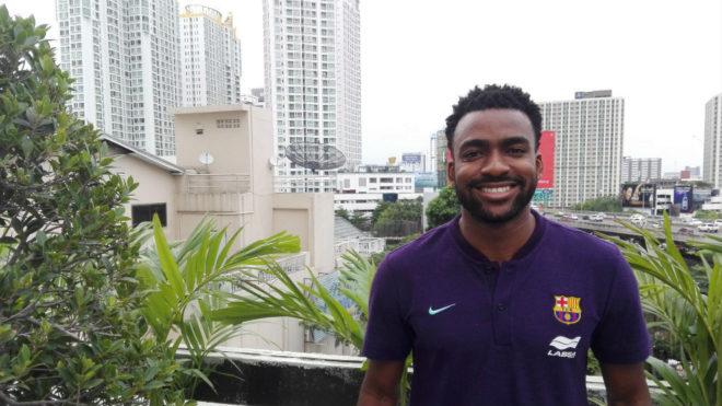 Arthur posa en el hotel de concentración del Barça Lassa en Bangkok.