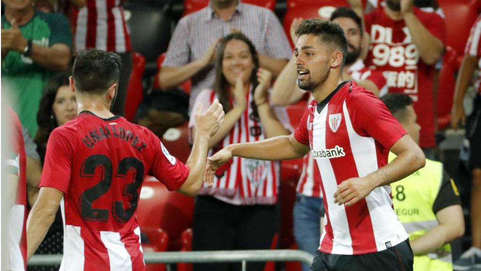 Peru celebra su primer gol con la camiseta del Athletic