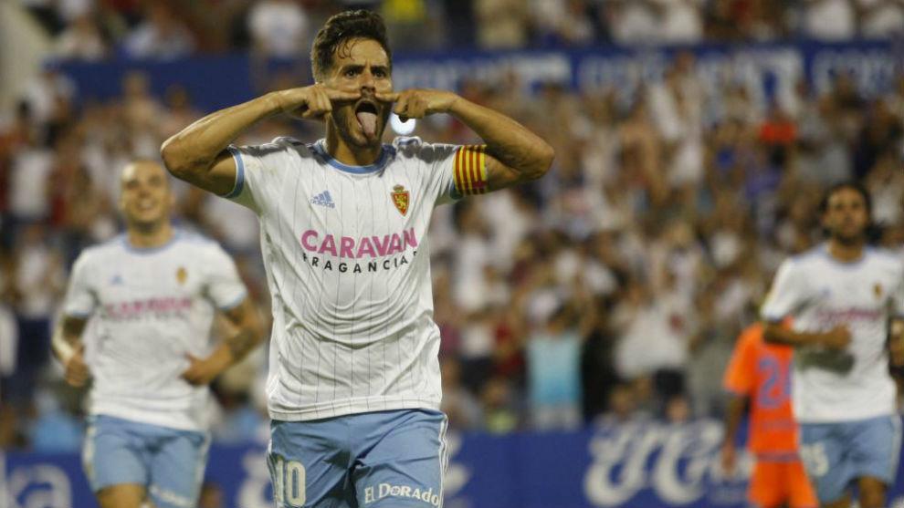 Javi Ros celebra su gol de penalti frente al Rayo Majadahonda.