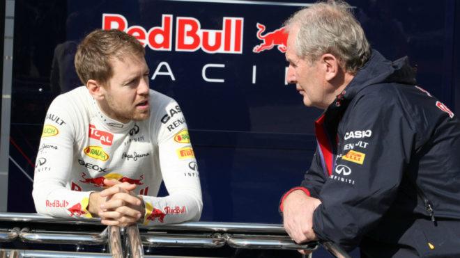 Vettel, en su etapa en Red Bull, habla con Marko.