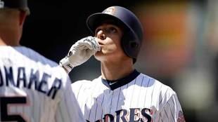El mexicano Luis Urías consiguió los primeros tres hits en su...