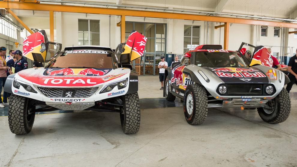 Carlos Sainz cambia el buggy de Peugeot por el de Mini.