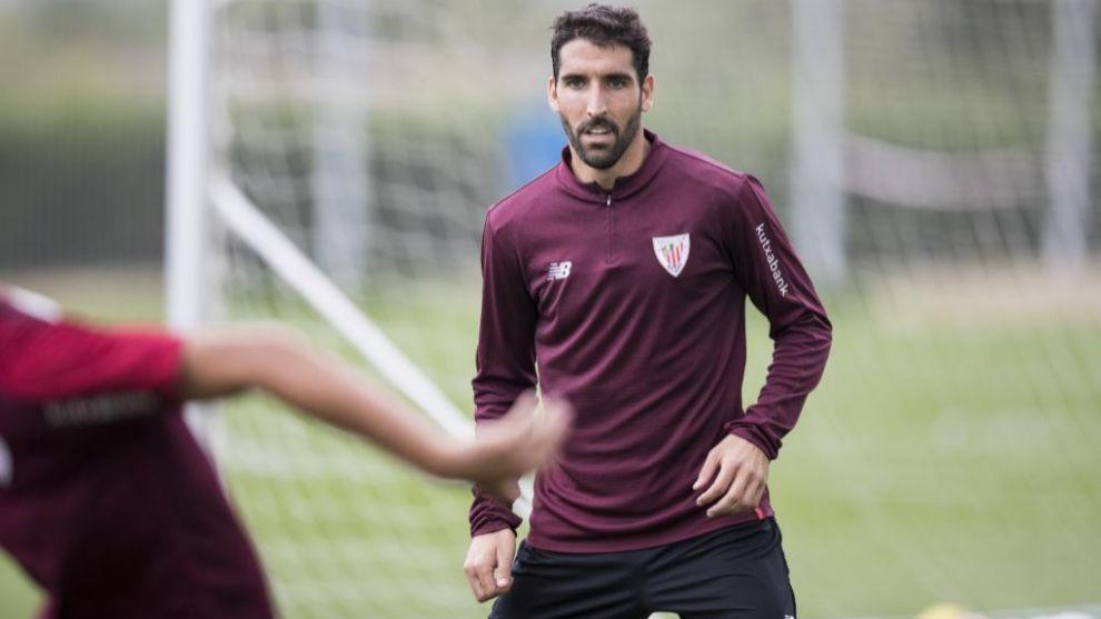 Raúl García fue titular el pasado lunes en el centro del campo.