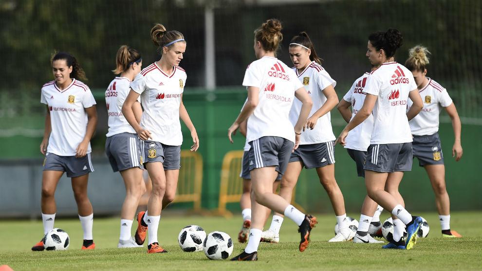 Entrenamiento de la selección española femenina en Santander.