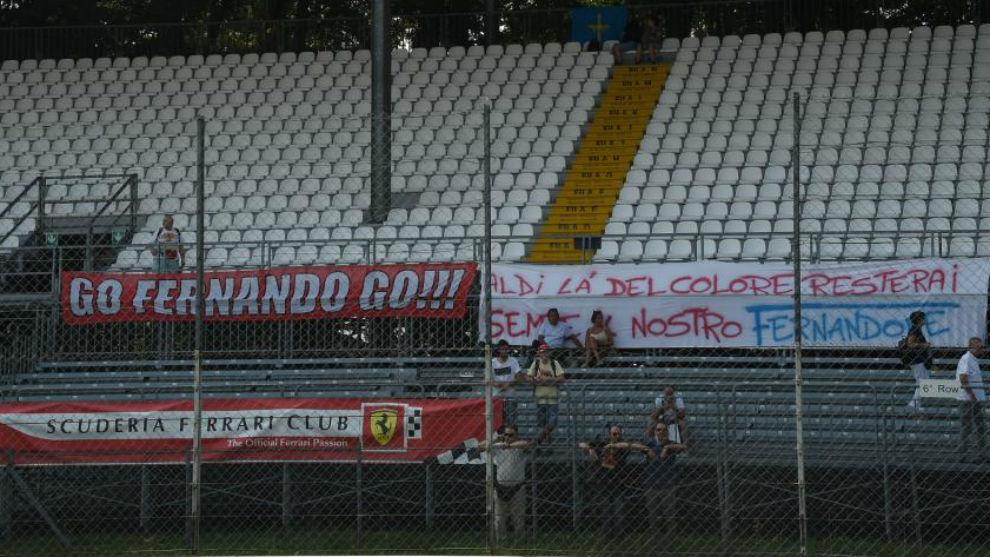 Las pancartas sobre Alonso, en Monza.