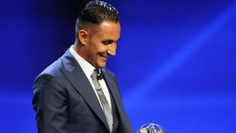 Keylor recoge el premio de Mejor Porteo del año de la UEFA