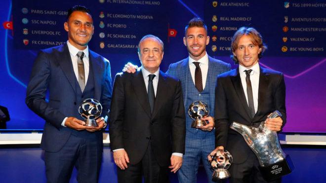 Florentino posa con Keylor, Ramos y Modric.