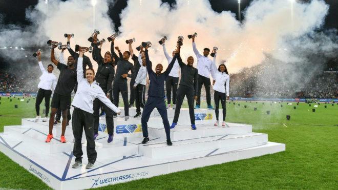 Los 16 ganadores del trofeo del diamante, al final de la reunión