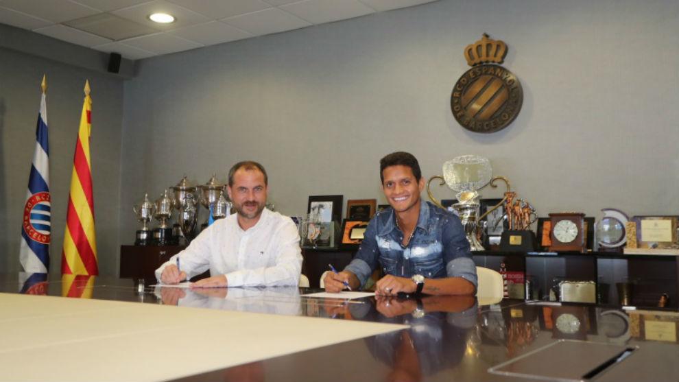 Óscar Perarnau y Rosales firman el contrato