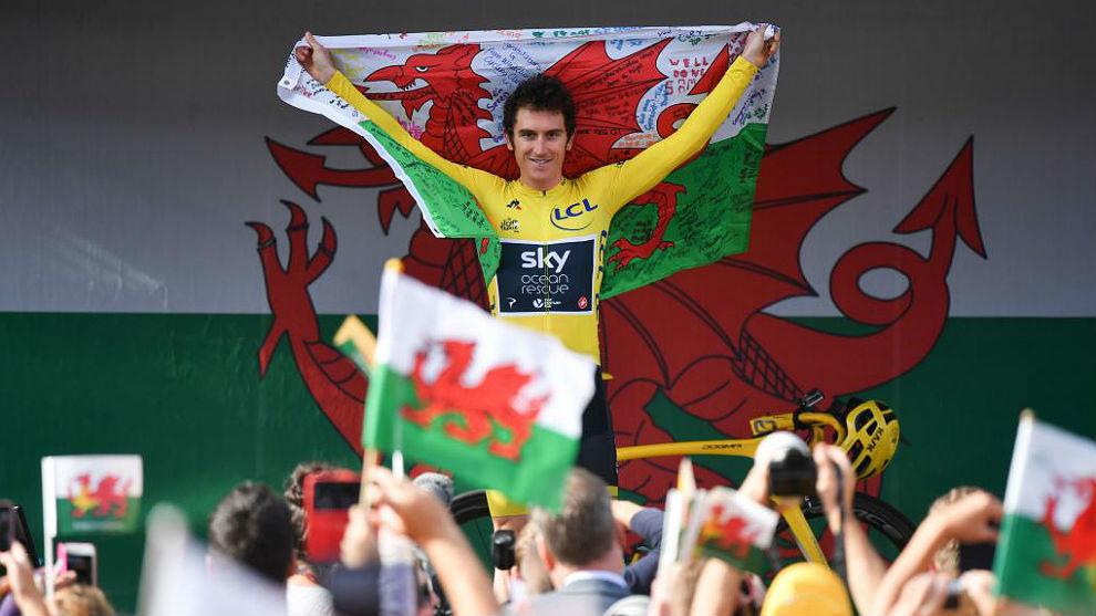 Geraint Thomas, durante las celebraciones post Tour en Gales, de donde...