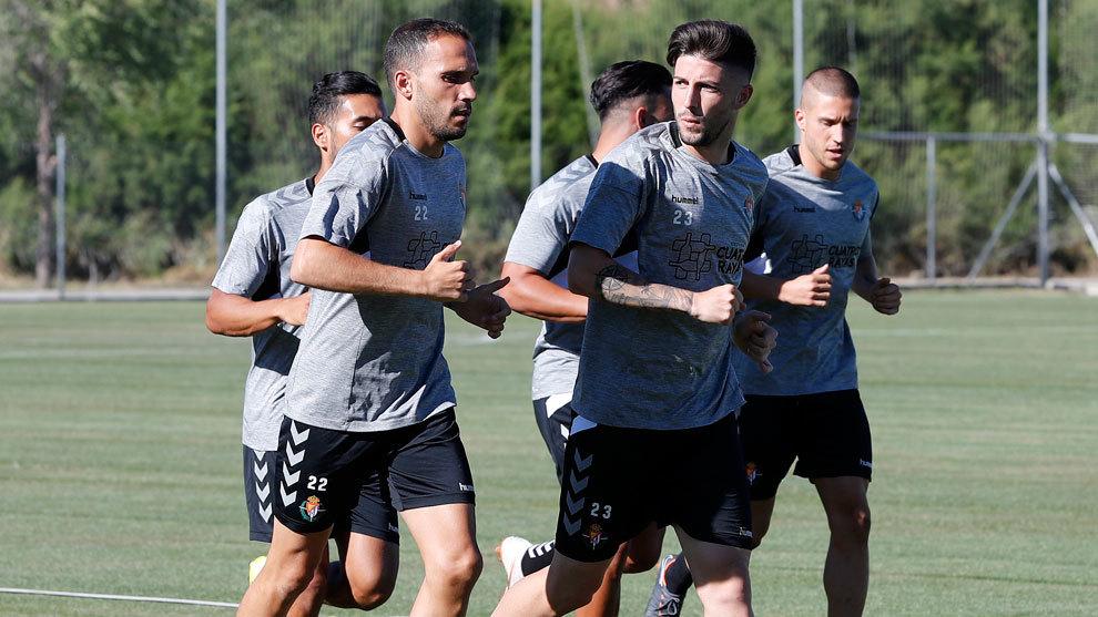 Antonio Domínguez, en el centro de la imagen, realiza carrera...