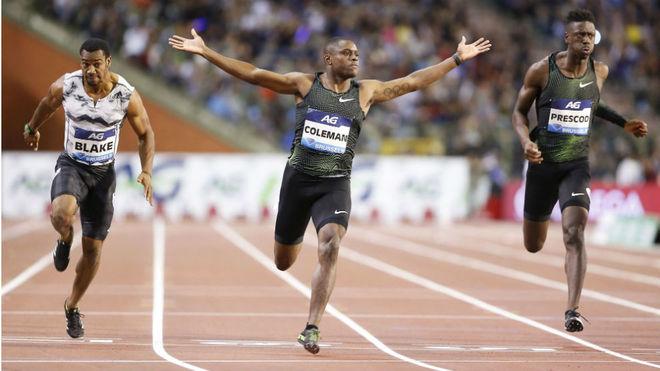 Coleman celebra el triunfo en los 100 metros de Bruselas