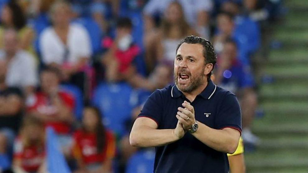 Sergio, animando a su equipo durante el partido en el Getafe.