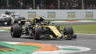 Carlos Sainz, sobre su Renault en Monza.