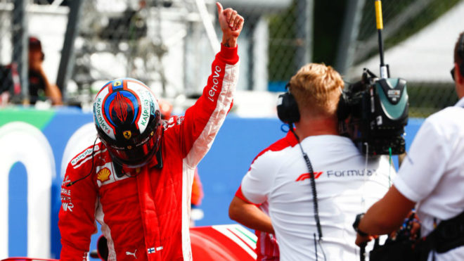 Raikkonen celebra su pole en Monza.