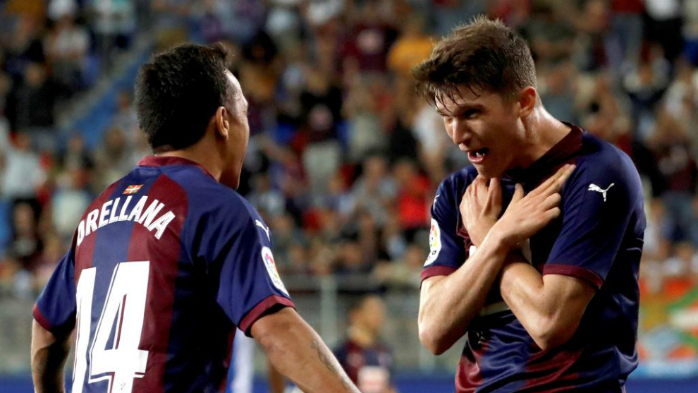 Marc Cardona, celebrando su gol con Orellana