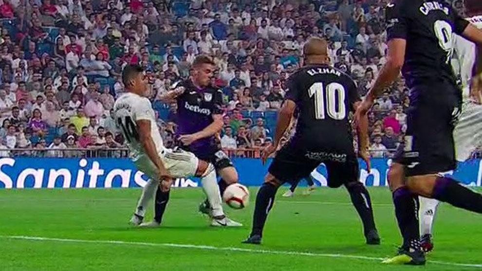 Casemiro brings down Eraso