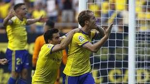 Álex Fernández celebra el gol del Cádiz... luego se marcó en...