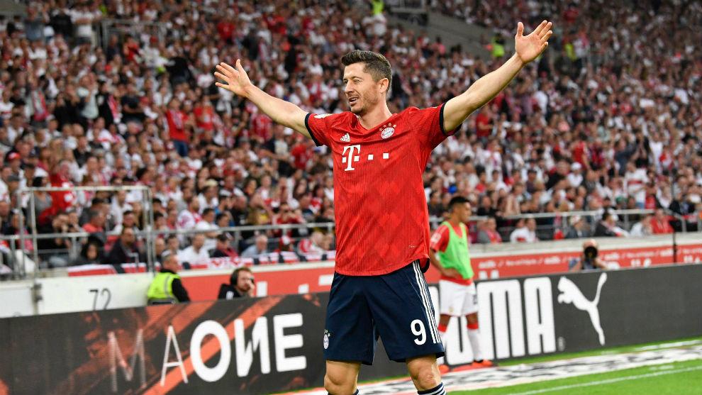 Robert Lewandowski celebrates after scoring the 0-2