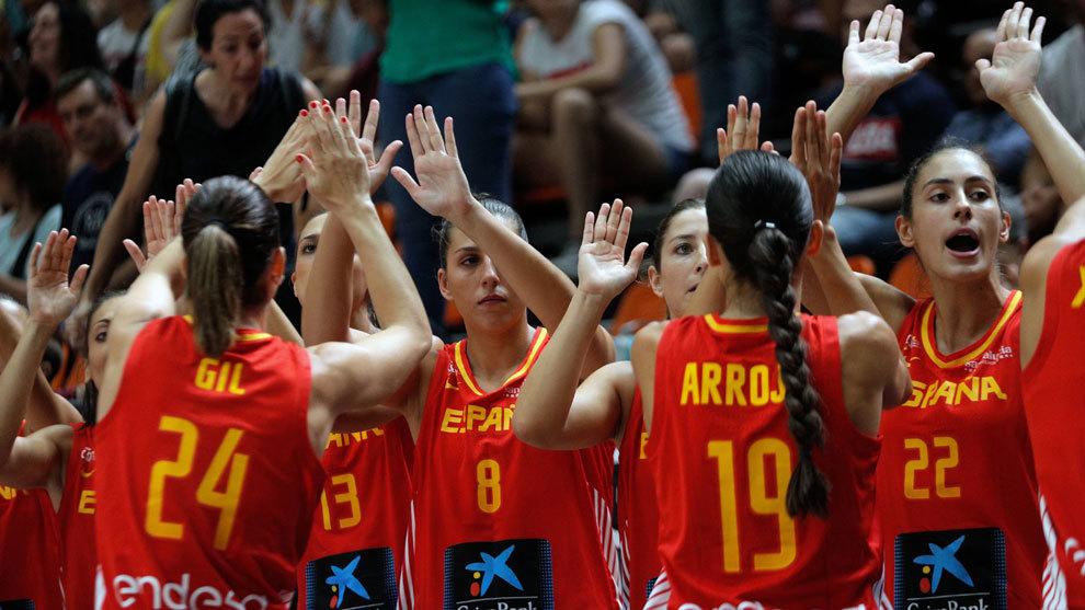 Las jugadoras españolas celebran el triunfo